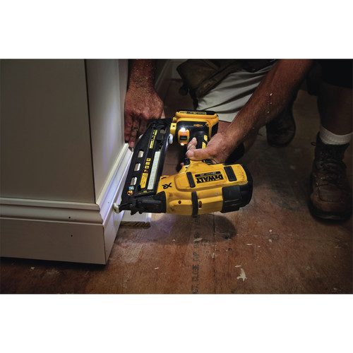 Dewalt DCN660D1 20V MAX 2.0 Ah Cordless Lithium-Ion 16 Gauge 2-1/2 in. 20 Degree Angled Finish Nailer Kit image number 10