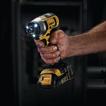 Dewalt DCF885C2 20V MAX Cordless Lithium-Ion 1/4 in. Impact Driver Kit image number 5