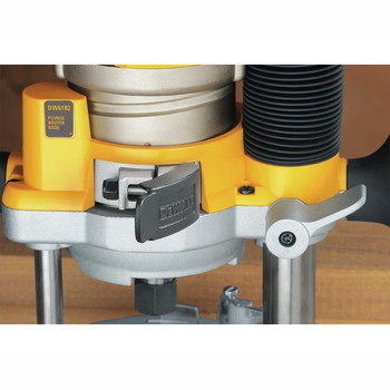 Dewalt DW618PK 2-1/4 HP EVS Fixed Base & Plunge Router Combo Kit with Hard Case image number 5