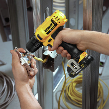 Dewalt DCD710S2 12V MAX Lithium-Ion 3/8 in. Cordless Drill Driver Kit with Keyless Chuck (1.5 Ah) image number 6