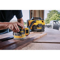 Dewalt DCW210P1 20V MAX XR 5 in. Cordless Random Orbital Sander Kit with 5.0 Ah Battery image number 2