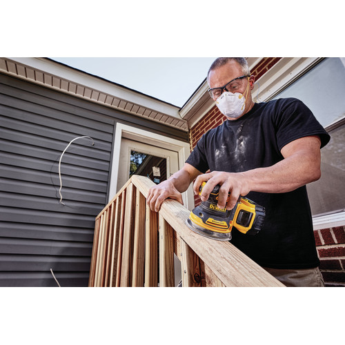 Dewalt DCW210P1 20V MAX XR 5 in. Cordless Random Orbital Sander Kit with 5.0 Ah Battery image number 3
