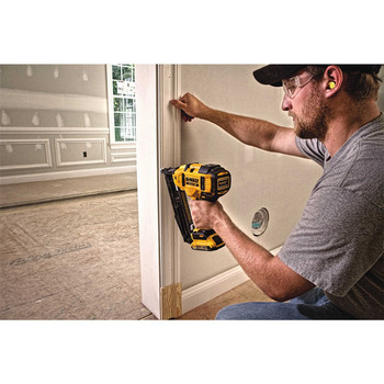 Factory Reconditioned Dewalt DCN660D1R 20V MAX 2.0 Ah Cordless Lithium-Ion 16 Gauge 2-1/2 in. 20 Degree Angled Finish Nailer Kit image number 7