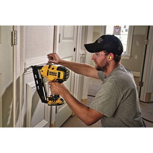 Dewalt DCN660D1 20V MAX 2.0 Ah Cordless Lithium-Ion 16 Gauge 2-1/2 in. 20 Degree Angled Finish Nailer Kit image number 12