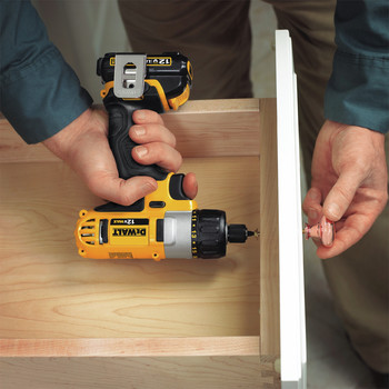 Factory Reconditioned Dewalt DCF610S2R 12V MAX Cordless Lithium-Ion 1/4 in. Hex Chuck Screwdriver Kit image number 9