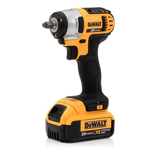 dewalt flashlight 20v. dewalt dcf883m2 20v max xr cordless lithium-ion 3-8 in. impact wrench kit with hog ring anvil flashlight 20v