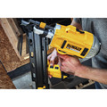 Dewalt DCN21PLM1 20V MAX 21-degree Plastic Collated Framing Nailer Kit image number 10