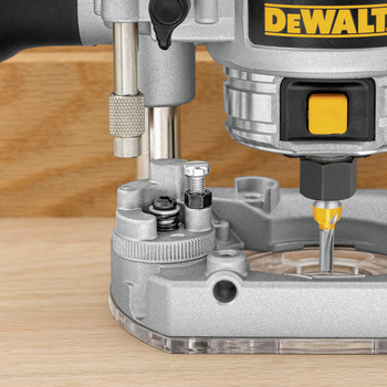 Dewalt DWP611PK Premium Compact Router Fixed/Plunge Combo Kit image number 2