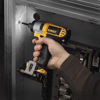Dewalt DCF815S2 12V MAX Cordless Lithium-Ion 1/4 in. Impact Driver Kit image number 4