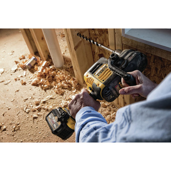 Dewalt DCD460T2 FlexVolt 60V MAX Lithium-Ion Variable Speed 1/2 in. Cordless Stud and Joist Drill Kit with (2) 6 Ah Batteries image number 2