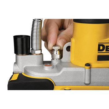 Dewalt DCGG571M1 20V MAX Cordless Lithium-Ion Grease Gun image number 8